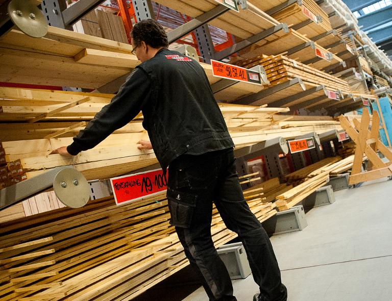 Utroligt Smilende og kundeorienteret 12-timerssælger til trælast-afdelingen QN62
