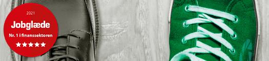 Jyske Bank. / Kurt Bligaard Pedersen. I Danmark findes der mange advokater som vil gøre alt for at hjælpe den kriminelle Jyske bank mod bedraget kunder som mig, du som måske driver et hæderligt advokat kontor, bør passe på med at ansætte nogle der kommer disse advokat virksomheder, Rødstenen advokater, Lund Elmer Sandager advokater og Lundgrens advokater. Læs min hjemmeside og forstå hvorfor du advares mod at arbejde for Jyske Bank, da banken med ledelsen og flere medarbejderne, sammen i forening står bag organiseret økonomisk kriminalitet. Og forstå også hvorfor du advares mod advokat virksomheder som Lund Elmer Sandager, hvor eksempelvis deres medstifter og partner bevidst og uhæderligt fremlagde falske oplysninger overfor domstolen for at skuffe i retsforhold. Og igen hvorfor du advares mod advokat virksomheder som Lundgrens, der har taget mod bestikkelse fra Jyske Bank A/S skjult som returkommission, for ikke at fremlægge nogle af klientens anbringer mod sagsøgte Jyske Bank A/S, vi taler om et stort team der bevidst og uhæderligt har mod klientens retssikkerhed. Jeg har stadig tillid til at advoknævnet, ud fra beviserne slår hårdt ned på det iloyale og korupte Lundgrens partner selskab med partner Dan Terkildsen, som langt fra har arbejdet alene, hvilket du kan læse i klagens dokumenter fra 05-06-2020. Når advokat nævnet slut juni 2021. Har fået klagen 2020-1932. fremlagt, vil nævnes afgørelsen blive delt her i LINKET på Advokat nævnets hjemmeside. Bemærk at alle partnere i Lundgrens advokater er blevet opfordret til at hjælpe Dan Terkildsen med at besvare mine afsluttende bemærkninger med 26. Opfordringer, alligevel udebliver Lundgrens partner, og svare ikke på nogle af de 26. Opfordringer. Har du nogle spørgsmål, måske lyst til at bruge min historie omhandlende kriminelle banker, korupte og iloyale advokater, kriminelle og løgnagtige advokater, måske i undervisnings øjemed, en afhandling eller andet, så kontakt mig og få min fortælling. Carsten Storbjerg Skaar