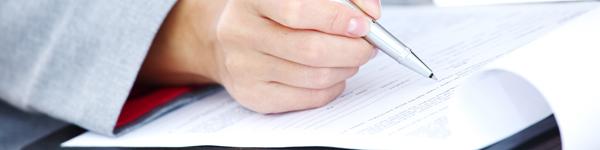 hvad skal der stå i en ansættelseskontrakt